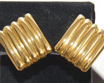 MONET Gold tone Diagonal Ribbed Clip Earrings, Vintage (TB274)