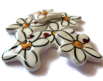 ONE Small White Daisy Boho Ceramic Flower Sewing Button, Handmade Whimsical Floral Sew On Button, Forget Me Not Blue Novelty Spring Notion