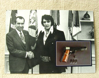 7 x 5 Postcard Elvis Presley and President Richard Nixon at White House 1993