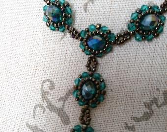 Romantic flowery necklace/earrings set