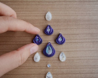ONE Little vulva pendant with little moonstone and silver clit, vulva choker, vulva necklace, vagina necklace, vagina pendant, pussy, coño