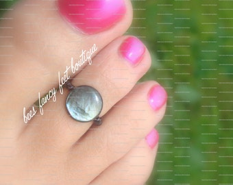 Shell Toe Ring, Shell Ring, Coin Shell Bead, Black Beads, Toe Ring, Ring, Stretch Bead Toe Ring