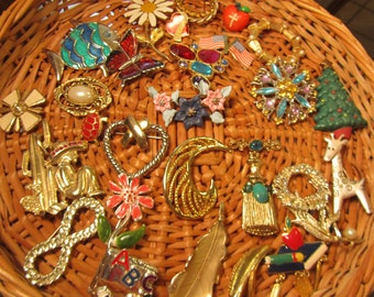 SALE was 29.99 Vintage Brooches  Lot #1  Total of 25 Pins  Good for Resale or Re-Purpose