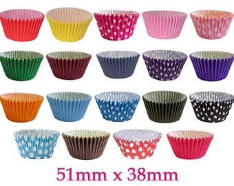 Holly Cupcakes Gorgeous High Quality Mixed Colour Muffin Cases in Polka Dots & Plain (Pack of 180)