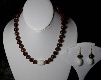 A Beautiful  Tiger Eye and Faux Pearl Pendant Necklace and Earrings. (2017132)