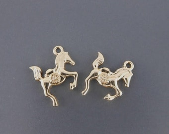 horse charm pendants 2 x gold plated 20 x 20mm (46 d)