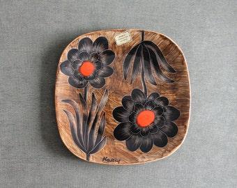 Decorative vintage plate, from Simone Carrié, KERCY Quimper France, décor vintage, assiette à fleurs,