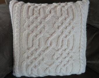 Knitting Pattern - Celtic Knotwork Pillow
