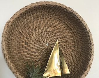 Round woven spiral basket