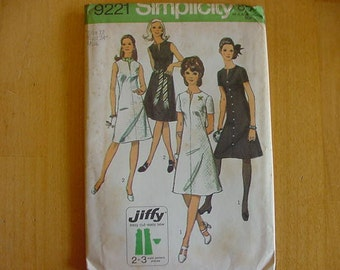 VINTAGE 1970s Simplicity Pattern 9221, Misses Simple to Sew Dress, Short or Sleeveless, Size 12, Bust 34, Uncut