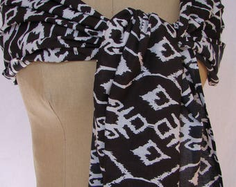 Very long black and white cotton scarf, abstract design.