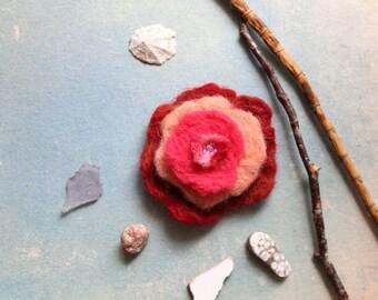Flower felt brooch orange lachs rose