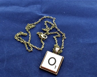 SCRABBLE INITIAL O NECKLACE with chain