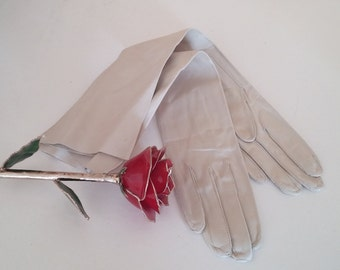 Vintage  NOS Light Taupe Beige Off White  Cream Elbow Opera Length Leather Gloves