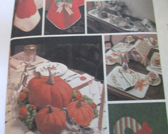 K Vinage 1981 McCall's Crafts 7651 Holiday table decorations paper pattern uncut