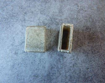 2 rectangular silver metal for bracelet or belt loops