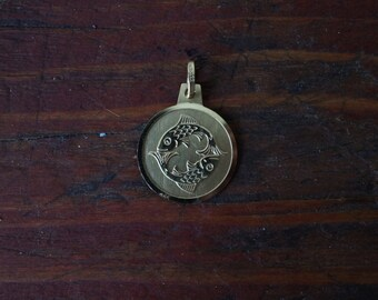 1960s 8K Vintage Pisces Zodiac Astrology Charm in Yellow Gold