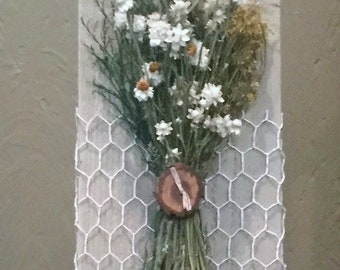 dried flower wall hanging, flower arrangement, dried flower art, country decor, farmhouse decor, country chic decor