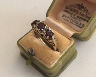 Vintage Garnet Gold ring, lovely quality and design.