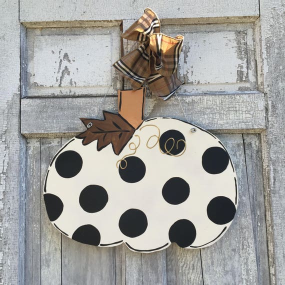 Farm house Pumpkin, door hanger, Autumn door hanger, Halloween  door hanger, pumpkin door hanger, plaid pumpkin door hanger, Farm house fall