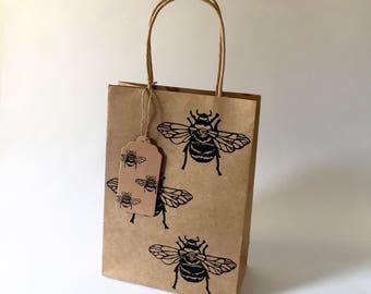 Bumble Bee gift bag with gift tag | Bugs | gift wrap | Bee print | honey bee | insect print | Lino print | Handmade | kraft gift bag set |