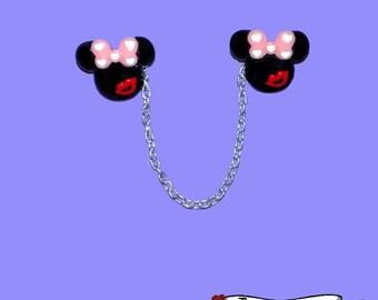 Kissing Minnie Sweater Clips - Minnie Love Mickey - Disney Bound Cardigan Clips