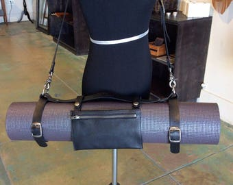 Leather yoga strap with removable pouch