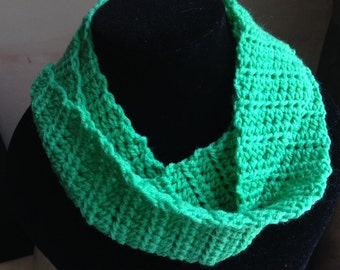 Crochet Infinity Scarf, Green Scarf, Green Infinity Scarf, Crocheted Scarf, Wool Infinity Scarf, Green Neck Warmer, Green Cowl, Crochet Cowl
