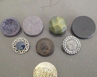 Minimalist brooch- vintage buttons