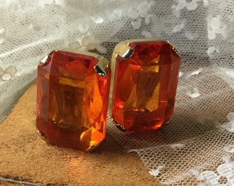 Laut Orange Lucite Gold-Ton Ohrringe unsigniert Clip auf 1980 facettierten Rechteck geformt Feminine Frau von heute Abend tragen Fett große große
