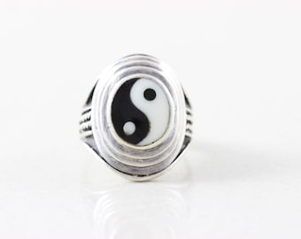 Sterling Silver Yin Yang Black Onyx and White Onyx Ring size 8 1/4