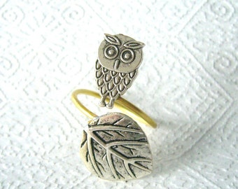 Silver owl ring with a leaf, adjustable ring, animal ring, silver ring, statement ring