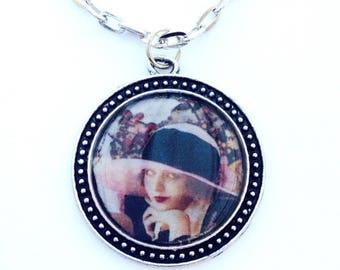 Pendentif de style vintage femme au chapeau