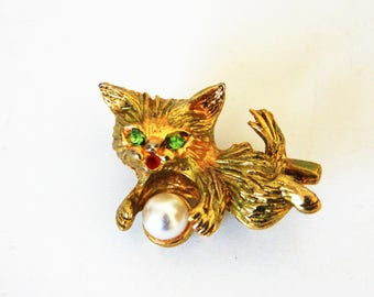 Cat pin, Green eyed gold pearl brooch