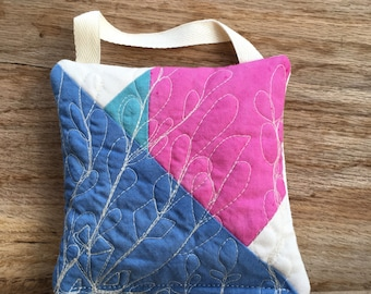 Organic Lavender Sachets, Handmade Quilted Lavender Pillow, Floral Scented Sachet, Aromatherapy, Party Favor, Bridal Shower Gift
