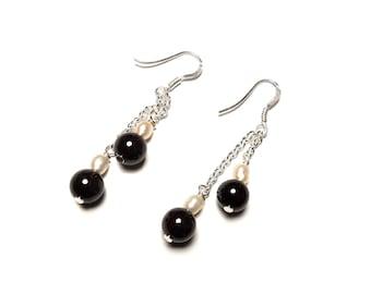 Beautiful earrings, Garnet and cultured pearl in Sterling Silver 925