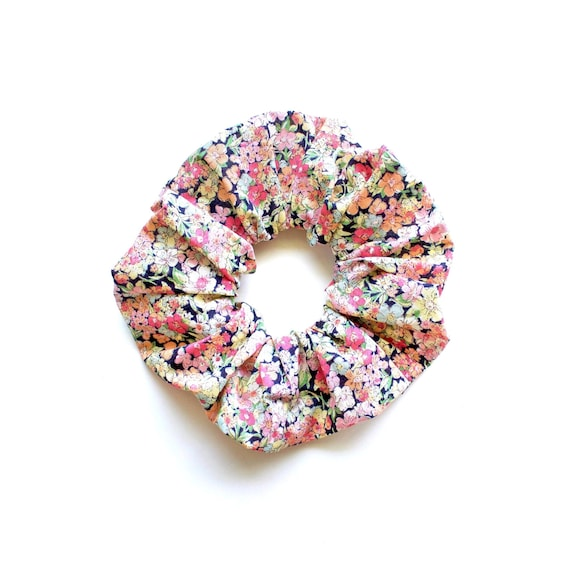 FLOWERS in PEACH. Large Scrunchy or Scrunchie with flowers in peach.