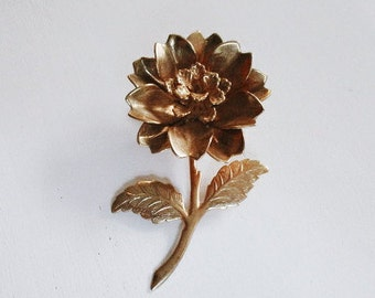 Vintage Light Metal Gold Tone Flower Brooch/ Estate Jewelry