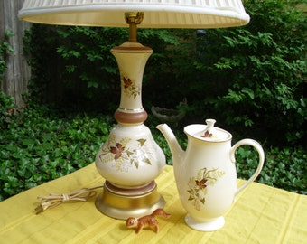 Beautiful Vintage Porcelain Leaf O' Gold Pattern Table/Buffet/Bedroom/Livingroom Lamp/Light
