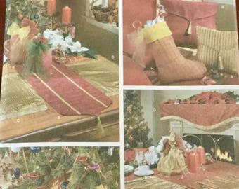 Simplicity 4784 Holiday Home Decorating Collection Tree Skirt, Table Cloth, stockings and Table Runner, uncut