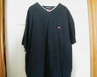Men's Tommy Hilfiger size M short sleeve in very good condition.  Only worn a few times.