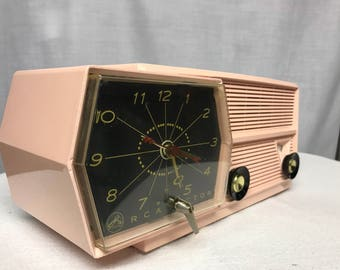 Vintage RCA retro tube radio with iphone or bluetooth Input.