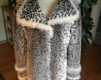 Spectacular spotted faux fur coat / jacket / leopard / animal print / outerwear