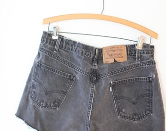 vintage 1980's distressed faded black cut off levis 550  jean shorts 32 34