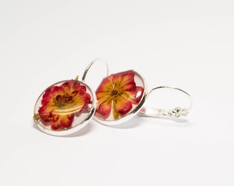 Real flower earrings, real pressed flower jewelry, preserved flower earrings, nature inspired earrings, resin earrings, resin drop earrings