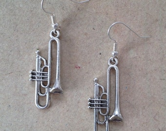 Trumpet earrings silver