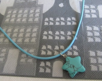 Girls necklace with pendant star of gemstone