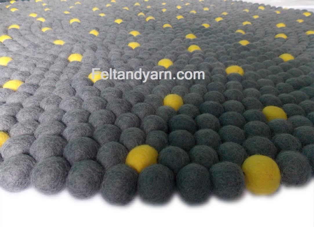 gelber punkt grau filz kugel teppich filz kugel teppiche. Black Bedroom Furniture Sets. Home Design Ideas