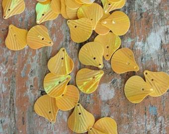 Vintage Shell Light Orange Sequins  150pc