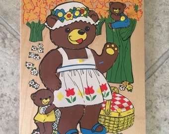 Vintage Fisher Price Bear and Cubs Pick Up and Peek Puzzle #506